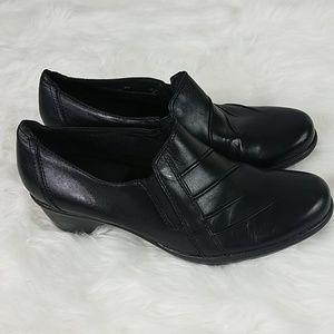 Clarks 8.5 Medium Black Loafers Slip On Shoes
